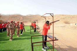 رئيس أركان قوات السلطان المسلحة يفتتح منشآت رياضية ويسلم جوائز بطولة الرماية