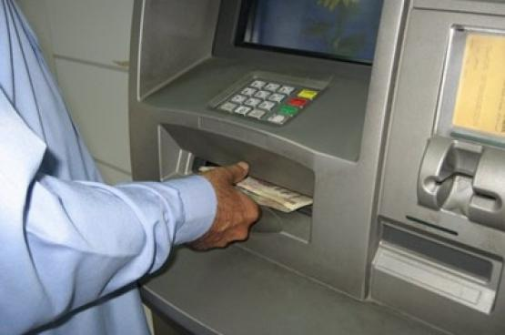 مواطنون: تقديم صرف الرواتب في الأعياد فخ يراكم الأعباء المالية ولا يخففها