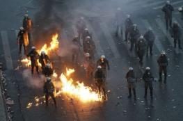 بالفيديو والصور..عشرات الآلاف يحتجون في اليونان واشتباكات عنيفة