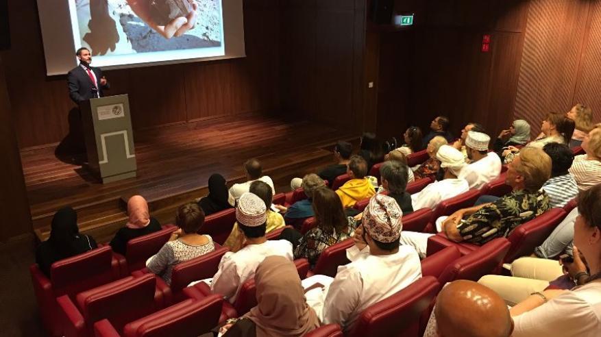 محاضرة بالمتحف الوطني حول الآثار الحجرية لأوائل المستوطنين في السلطنة