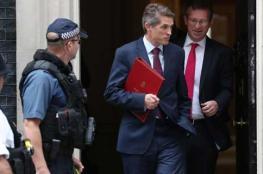 بالصور..تعرف على أسباب إقالة وزير الدفاع البريطاني