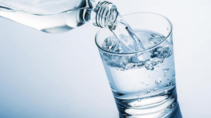 كوب ماء يقتل لاعب كرة قدم