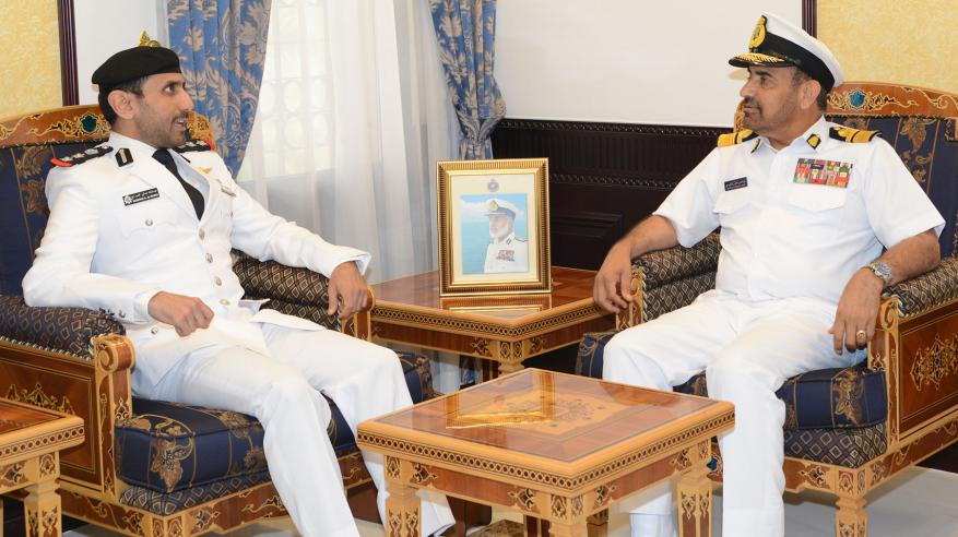 قائد البحرية السلطانية العمانية يستقبل قائد قوة الواجب المختلطة بالبحرين