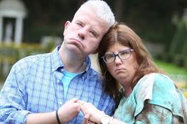 بالصور.. مرض نادر يمنع عروسان من الابتسام في ليلة زفافهما
