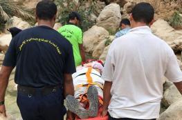 إنقاذ امرأة سقطت من أعلى جبل بوادي شاب