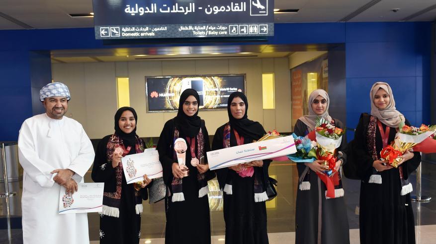 السلطنة تحصد المركز الثالث في البطولة الدولية لمناظرات المدارس باللغة العربية بالدوحة