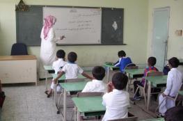 بالفيديو.. مُعلم سعودي يضرب طالبا بوحشية