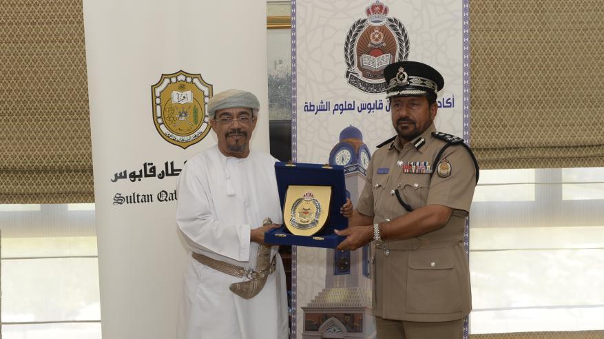 جامعة السلطان قابوس توقع برنامج تعاون مع أكاديمية الشرطة