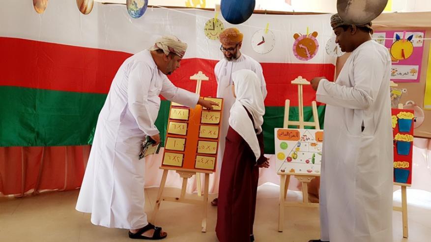 وفد من تعليمية شمال الباطنة يزور أجيال عُمان في البريمي
