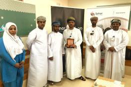 """""""صحار الدولي"""" يسلم جوائز الفائزين بسحوبات تحويل الراتب"""