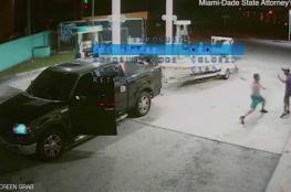 شاهد بالفيديو ..كاميرات المراقبة ترصد جريمة قتل داخل محطة  وقود أميركية