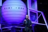 أغنى رجل في العالم يكشف تفاصيل مركبة فضائية لنقل البشر والمعدات إلى القمر