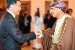 نيابة عن جلالة السلطان.. السيد فهد يستقبل رئيس المجلس الوطني للمؤتمر الاستشاري الصيني