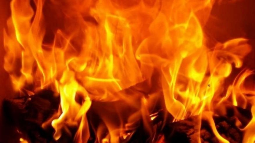 آسيوي يضرم النار في محلات تجارية بولاية بدية