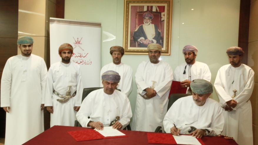 """اتفاقية لإنشاء قاعة متعددة الأغراض في """"تطبيقية عبري"""" بتمويل من """"تنمية نفط عمان"""""""