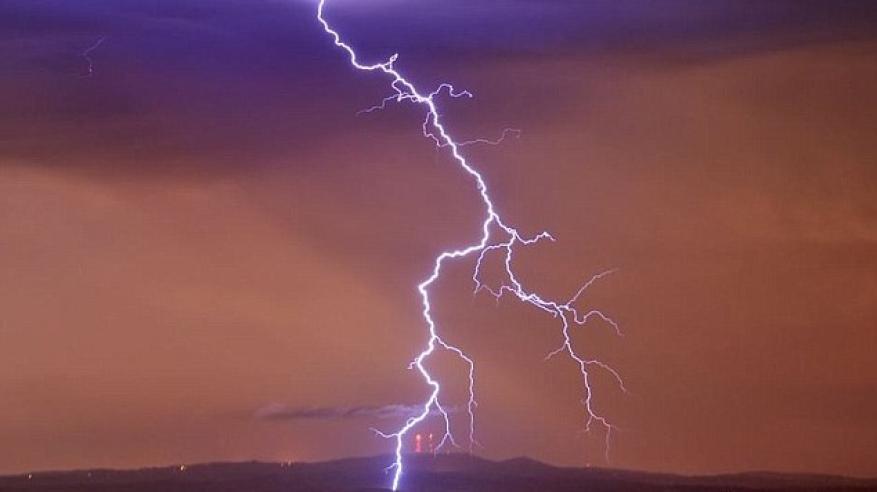 بالفيديو.. أسوأ عاصفة في 50 عاما تجتاح أستراليا