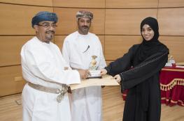 تتويج الفائزين بكأس عمادة شؤون الطلبة للعمل التطوعي بجامعة السلطان قابوس