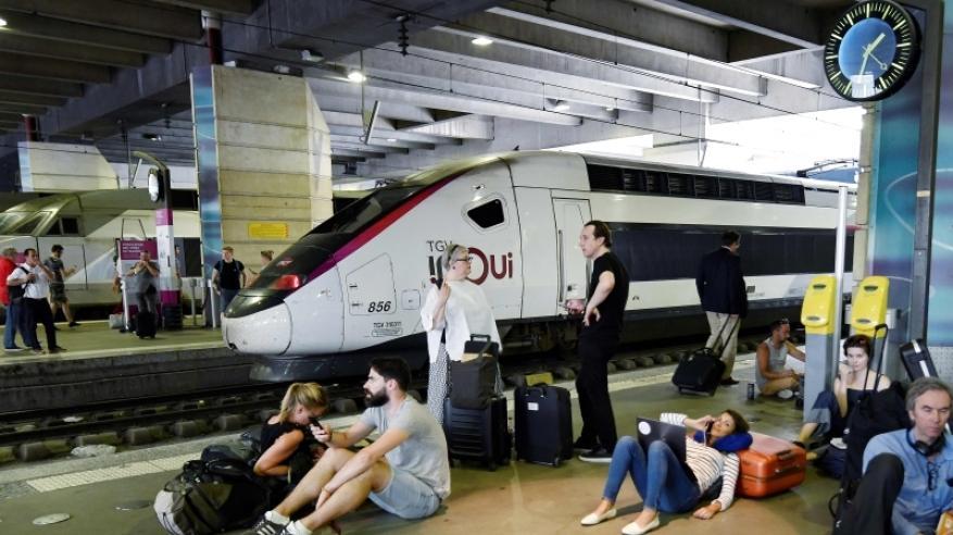 """توقف أكبر محطة قطارات في فرنسا بسبب """"موجة حر"""""""