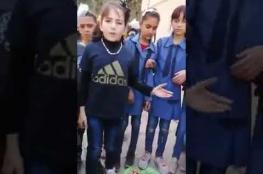 بالفيديو.. سر حرق كتب مادة العلوم بمدارس الأردن
