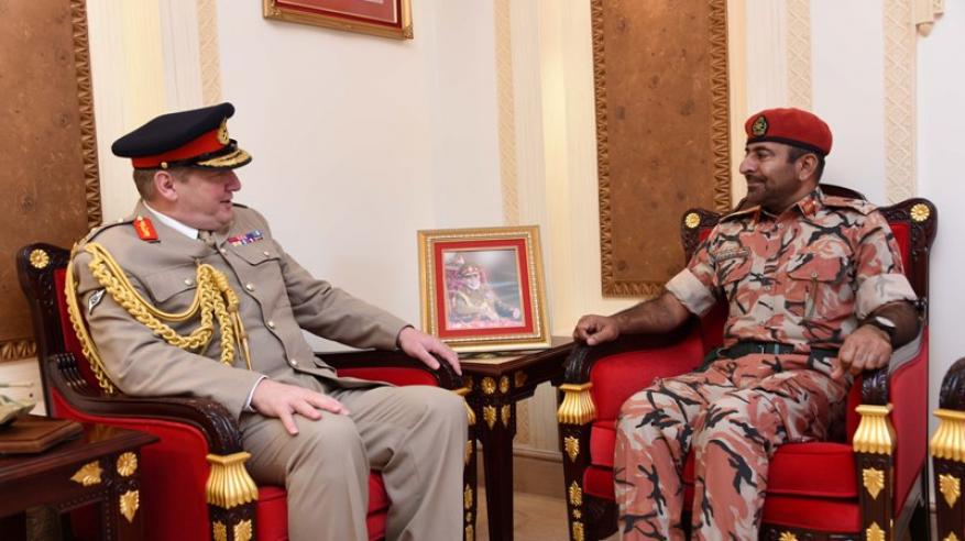 قائد الجيش السلطاني العماني يستقبل قائد القوات المشتركة البريطانية