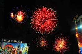 الألعاب النارية تضيء سماء متنزه النسيم