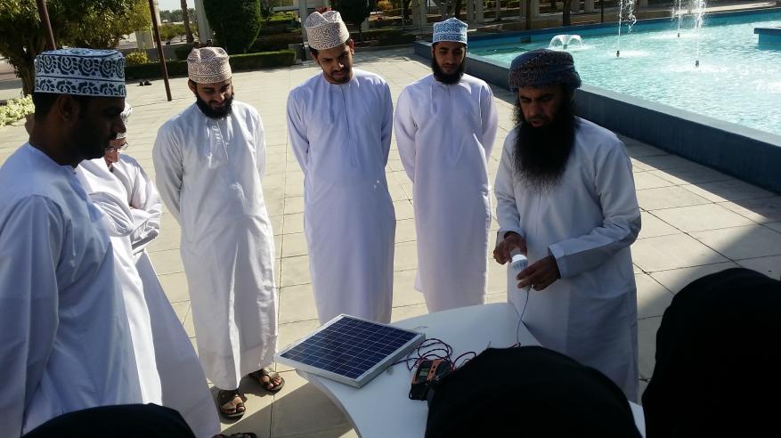 مركز التعلم الذاتي بجامعة السلطان قابوس يختتم دورته الأولى عن الطاقة الشمسية