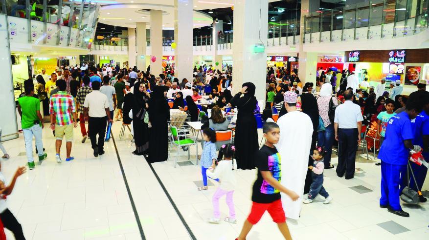 مواطنون: شراء مستلزمات العيد مبكرا يحد من استغلال التجار ورفع الأسعار