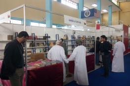 إقبال على المنشورات العُمانية في صالون الكتاب بالجزائر