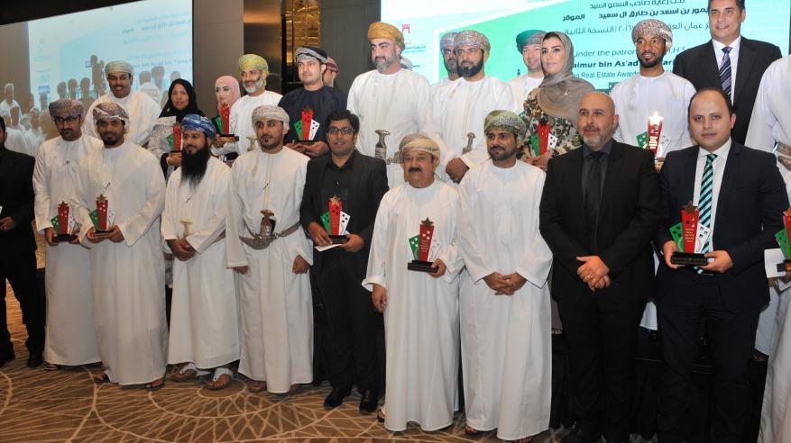 """تكريم 19 فائزا بـ""""جوائز عمان العقارية"""".. و6 مليارات ريال إجمالي التداولات بالقطاع في النصف الأول"""