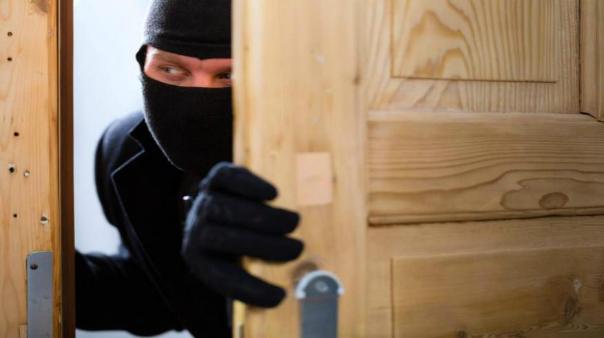 القبض على عصابة تسرق الذهب والمنازل بشمال الباطنة