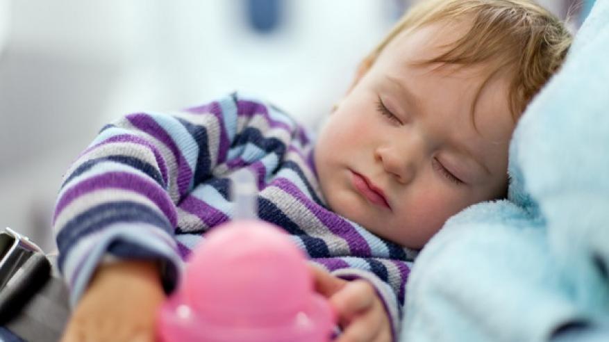 دراسة: نوم الأطفال مبكرا يحمي من البدانة في المراهقة