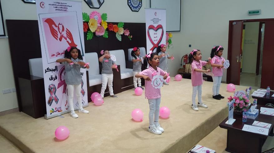 طالبات روضة شباب المستقبل تقدم لوحة انشادية بعنوان بسمة أمل