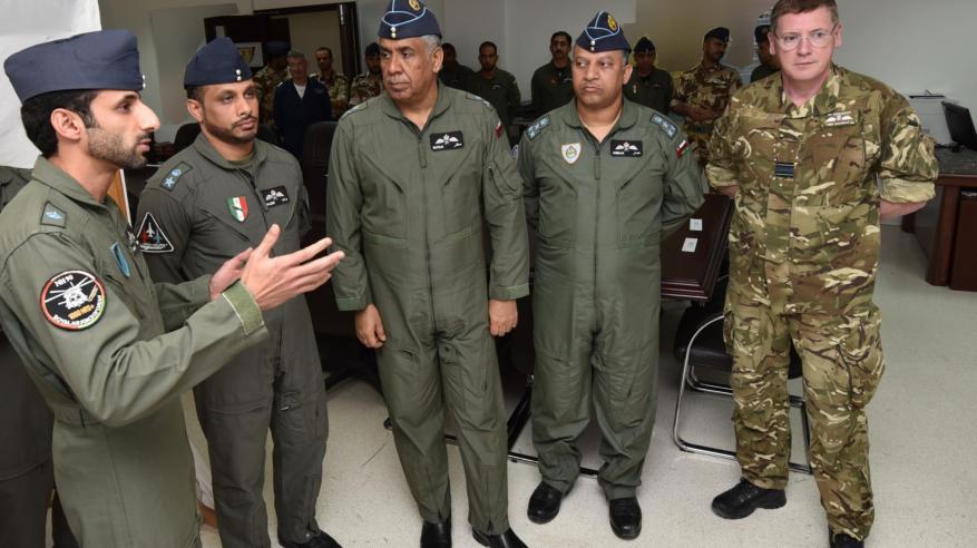 """قائد سلاح الجو السلطاني العماني يزور """"البساط السحري"""""""