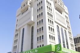 معاملات مصرفية أسهل مع مركز اتصالات بنك ظفار