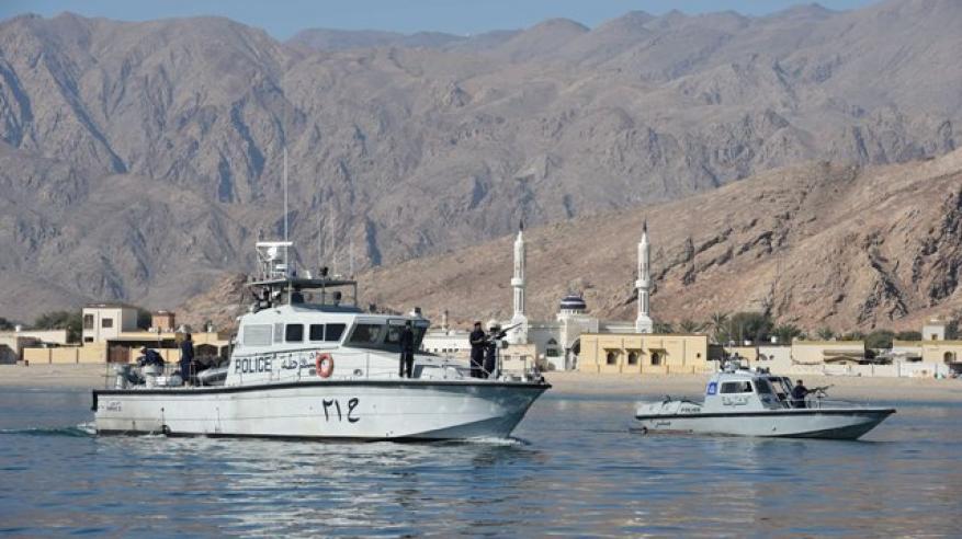 """""""خفر السواحل"""" تقدم المساعدة لقارب في مسندم"""