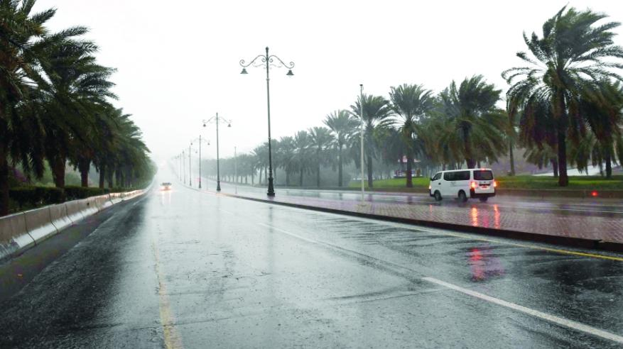 أمطار الخير تهطل على مسقط