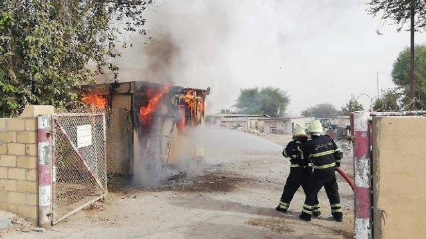 رجال الإطفاء أثناء مكافحة الحريق