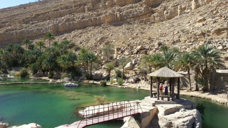 وادي بني خالد .. البرك والحصون تجذب آلاف السياح