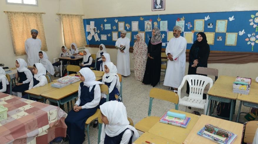 معالي الوزيرة تزور مدرسة المستقبل للتعليم الأساسي بولاية الخابورة