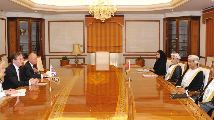 استعراض سبل تعزيز التعاون بين السلطنة وبريطانيا