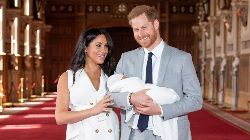فصل مذيع (بي بي سي) لنشره صورة قرد في إشارة لمولود الأمير هاري