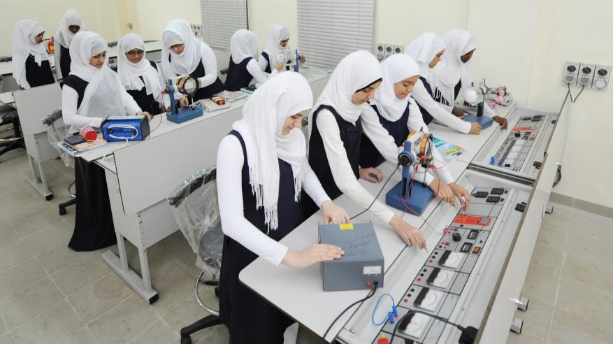 """خبراء: """"السلاسل العالمية"""" لمناهج العلوم والرياضيات خطوة نحو مواكبة المتغيرات التعليمية.. وضرورة وضع حلول للتغلب على تحديات التطبيق"""