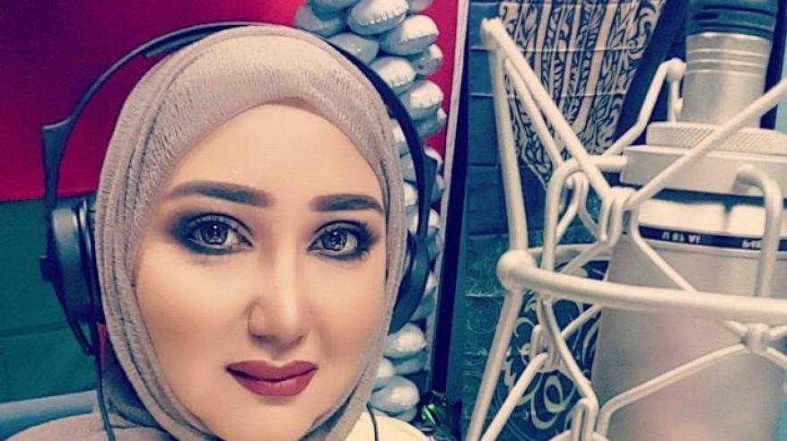المذيعة ندى البلوشية: إذاعة الشباب تحمل رسالة.. والالتزام بقواعد المهنية عزز جسور العلاقة مع المستمع