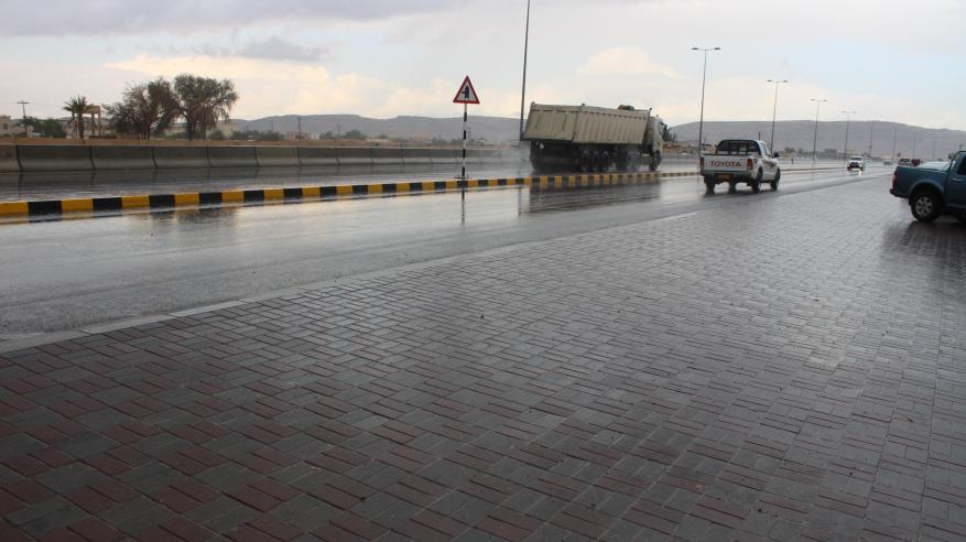 توقعات بأمطار متفرقة على جبال الحجر والمناطق المجاورة