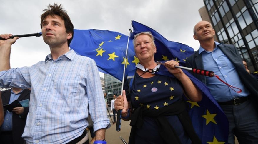"""الاقتصاد البريطاني يفقد زخم النمو بضغط التأثير السلبي لمخاوف """"الخروج"""""""