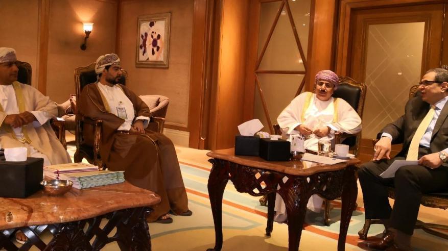 وفد السلطنة في مؤتمر العمل العربي بالقاهرة يبحث تعزيز التعاون في مجال التدريب المهني