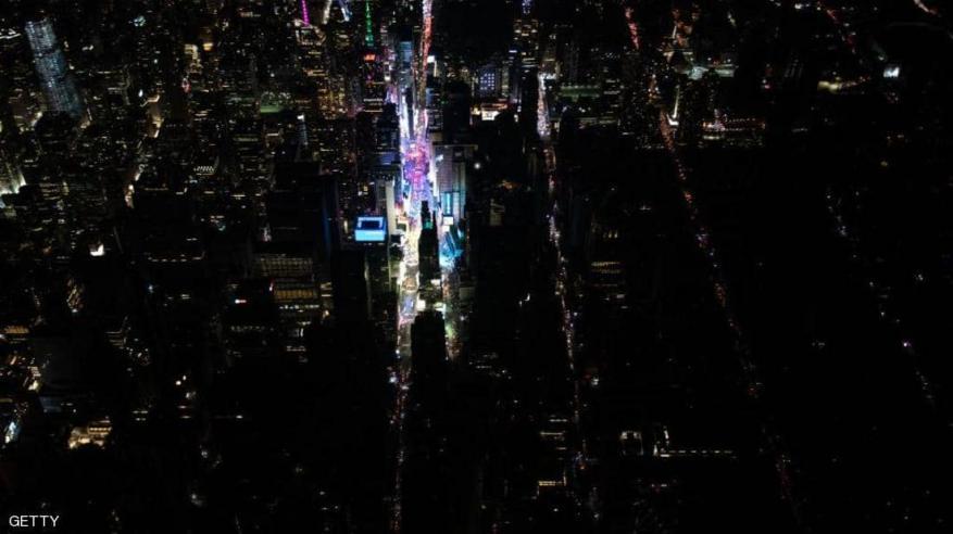 بالفيديو.. نيويورك تغرق في ظلام دامس
