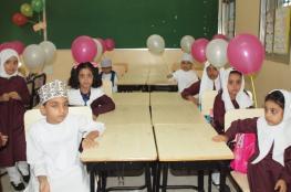 انتظام الدراسة بجميع مدارس السلطنة.. واستقبال الطلاب والطالبات الجدد بالورود والبالونات والحلوى