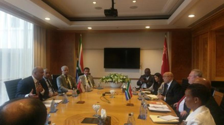 السنيدي يناقش تعزيز التعاون مع وزير التجارة بجنوب إفريقيا