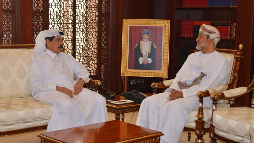 هيثم بن طارق يبحث العلاقات الثنائية مع وزير الدولة القطري